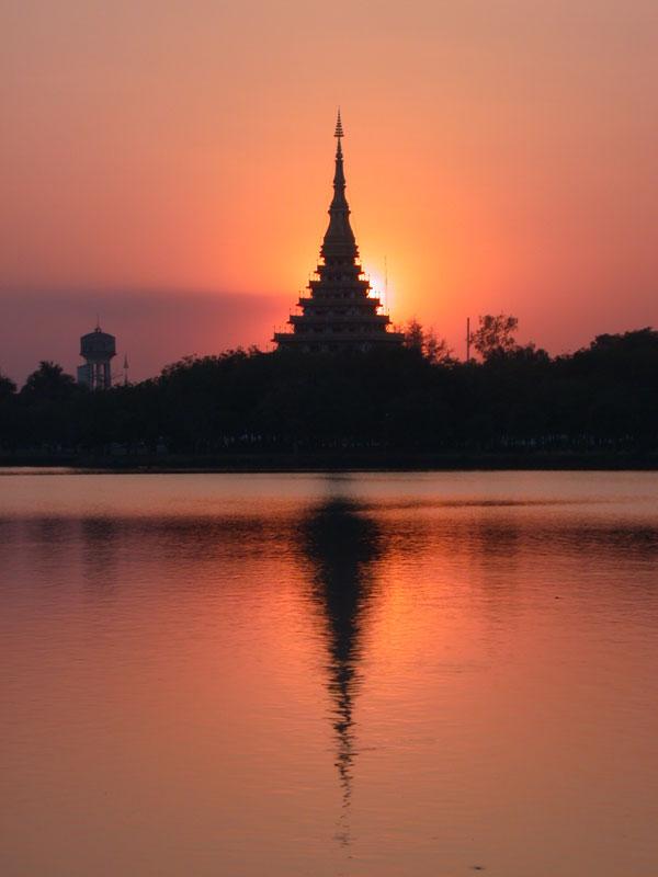 http://www.hamanan.com/tour/khonkaen/nongwangtemple/nongwangtemple2.jpg